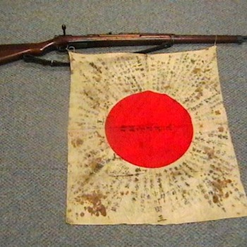 WW II Japanese Type 38 Rifle with Yosegaki Hinomaru Flag