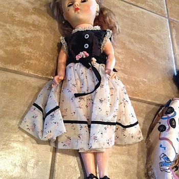 Help identifying fashion doll