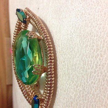 Vintage brooch. I'm stumped! Any ideas who made this? - Costume Jewelry