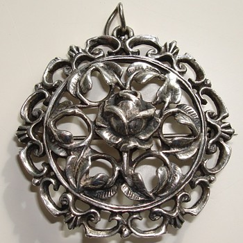 Silver coloured pendant brooch - Costume Jewelry