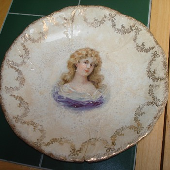 Does anyone have any info on this type of bowl: date, type, price... anything?? - China and Dinnerware