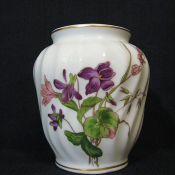 DERHOULIERES  FOR PORCELAINE DE LIMOGES FRANCE VASE  - China and Dinnerware