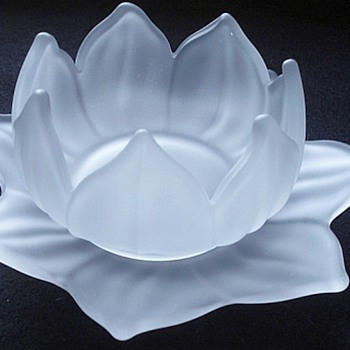 Westmoreland Frosted Lotus Dessert Bowls & Underplate