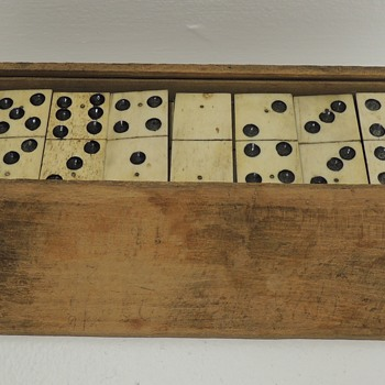 DOMINOES - Handmade Early American Set In Handmade Wooden Box - 1770-1820