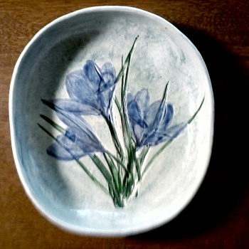 "Salt Marsh Pottery Dartmouth Mass. / ""Crocus"" Plaque / Circa 19?? - Art Pottery"