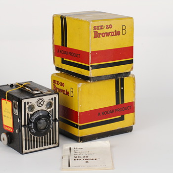 Kodak Six-20 Brownie model B   - Cameras