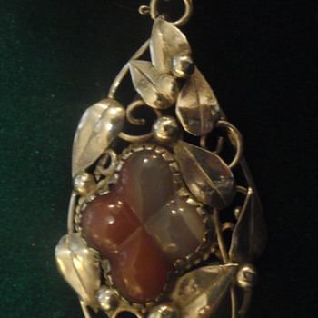 Arts & Crafts pendant by Charles & Gladys Mumford - Arts and Crafts
