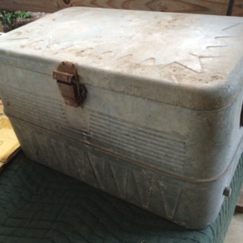 old aluminum cooler, help with the mystery please