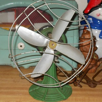 Made-Rite Electric Desk Fan - Tools and Hardware