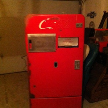 Vendo 52 Coca Cola Machine