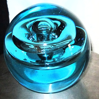 NEED HELP WITH THIS HUGE PAPERWEIGHT &quot;UNKNOWN MAKER?&quot; - Art Glass