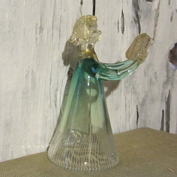 Glass choir girl, gold flex in book, arms and collar - Art Glass