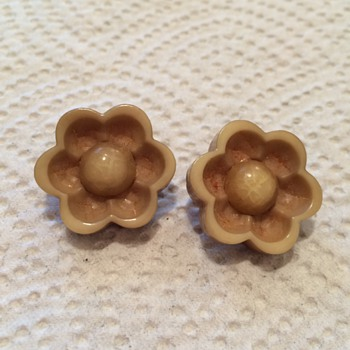 Two old flower  buttons - Sewing