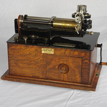 Edison early model SM phonograph with Bettini attachment and horn - Records
