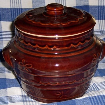 "Mar Crest Cook and Serve 7"" Tall Bean Pot with Vented Lid"