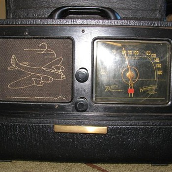 Rare Zenith companio radio in a TO case - Radios