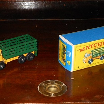 Matchbox MB-4 Stake Truck 1967 - Model Cars