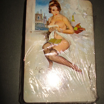 VINTAGE DECKS OF PLAYING CARDS - Games