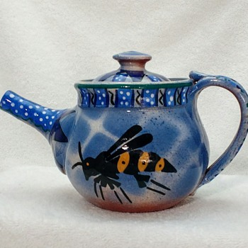 WASP TEAPOT - Pottery