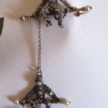 Novelty brooch acrobatic monkeys, late Victorian era.