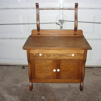 very nice oak wash stand - Furniture