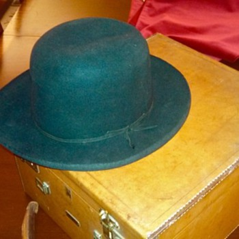 "Stetson Series ""J"" hat and custom box, 1940s?"