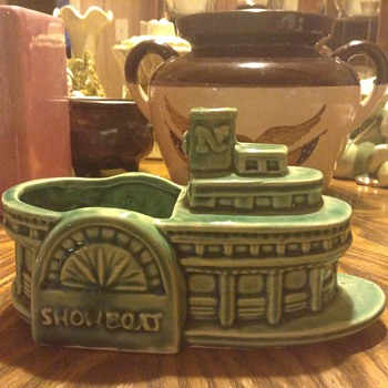 Green Showboat Planter