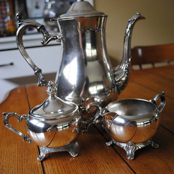 WM Rogers 800 Silverplate Teapot, Cream, and Sugar Set