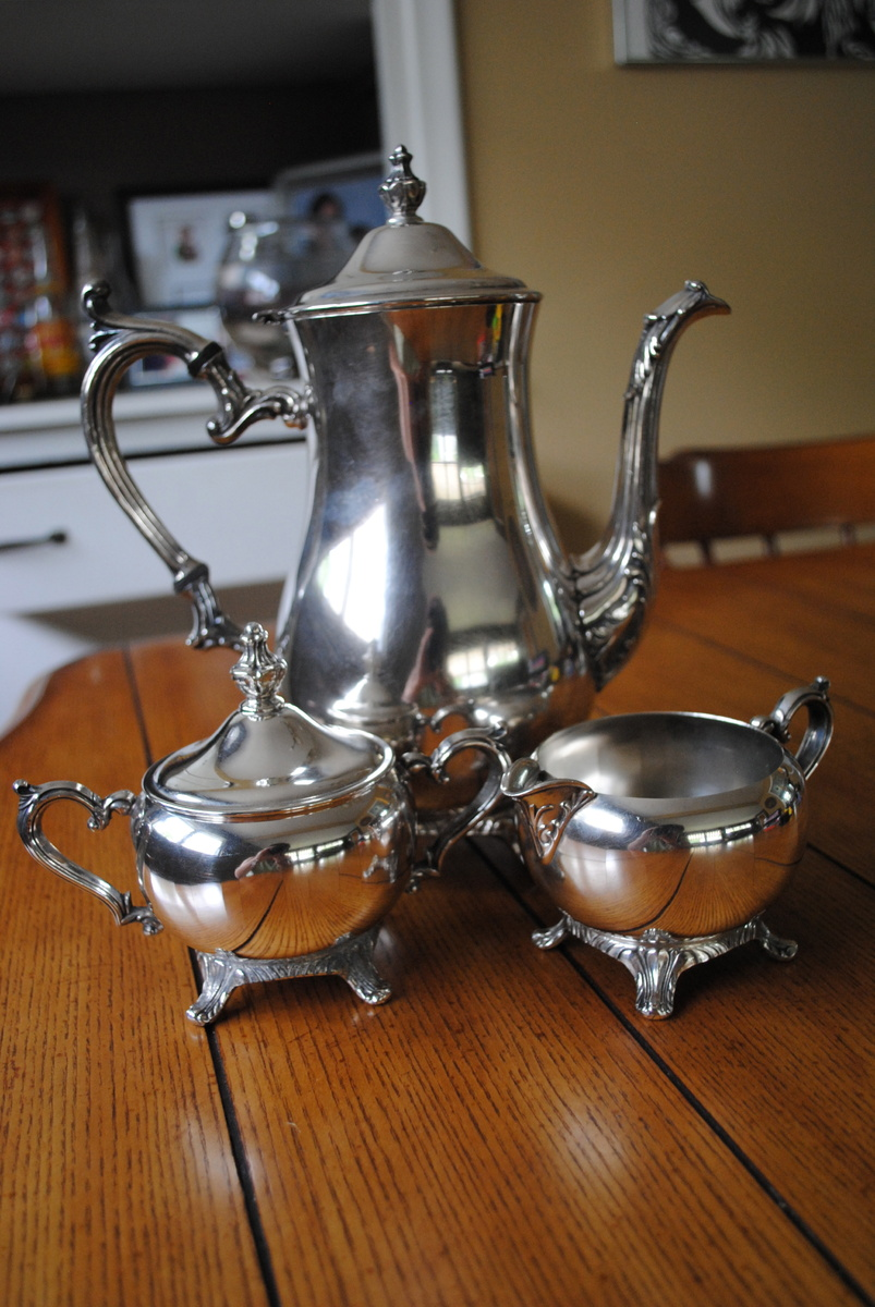 Wm Rogers 800 http://www.collectorsweekly.com/stories/56803-wm-rogers-800-silverplate-teapot-cream
