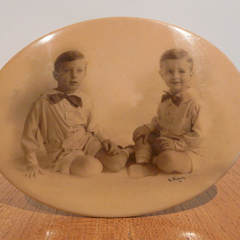 CELLULOID PHOTO FRAME TIN BACKED