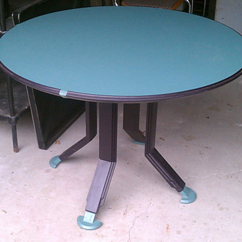 Who designed this Herman Miller table?? - Furniture