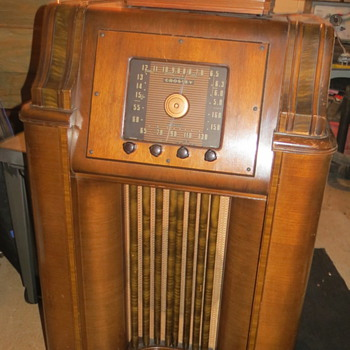 1930s Crosley Console