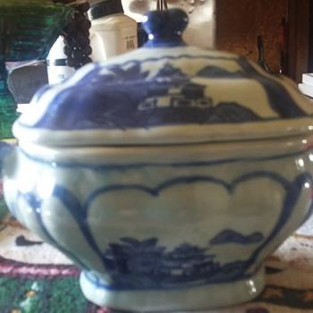 blue oriental tureen