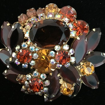Pin - Unknown - Costume Jewelry