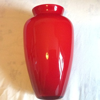 Vintage looking vase - Art Glass
