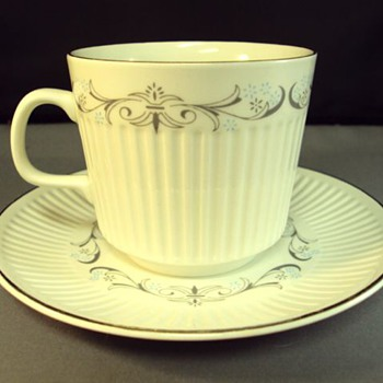 Johnson Bros England Teacup and saucer