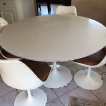 Knoll tulip table and chairs set