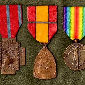 Belgian Victory Medal and Its Companions - Military and Wartime