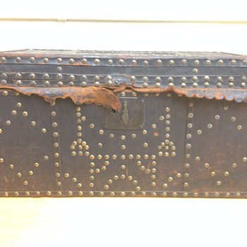 Small 19th C Leather studded trunk - Furniture