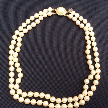 Pearl necklace - Costume Jewelry