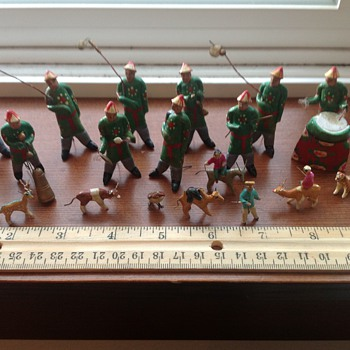 Small wooden pre-1932 Chinese figures