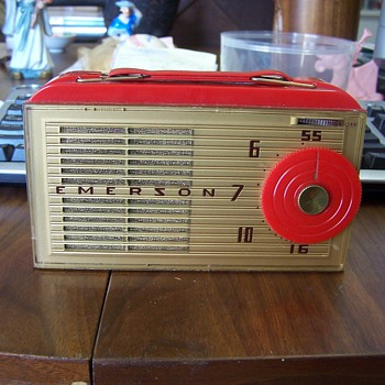 Emerson AM Radio!!! NEED HELP IDENTIFIYING - Radios