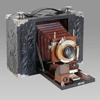 A Rare and Elegant 1903 Presentation Camera