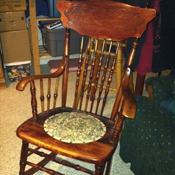 Press back griffin spindle rocking chair - Furniture