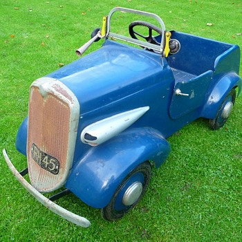 1940s Tri-ang Sports Pedal Car - Model Cars