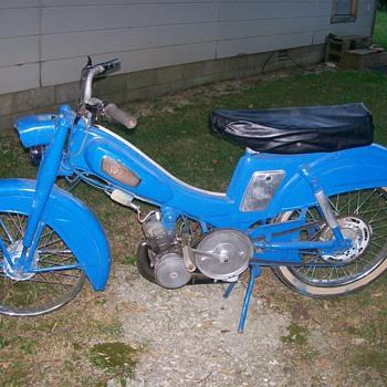 Motobecane Pantin AV88 Moped - Motorcycles