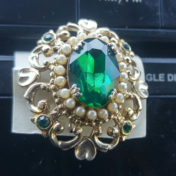 "Costume emerald brooch "" Coro "" 1909?"