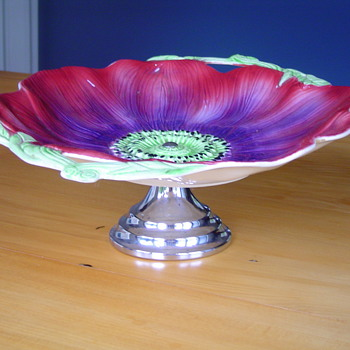 staffordshire cake pedestal - China and Dinnerware