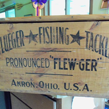 PFLUEGER shipping Crate - Fishing