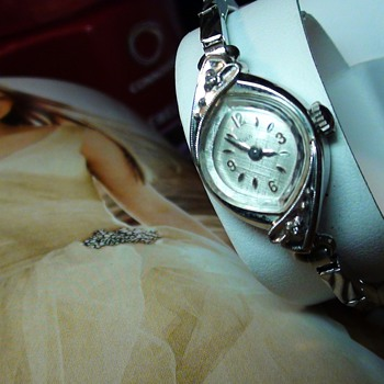 MORE PICTURES OF THE BULOVA 17 JEWELS  - Wristwatches